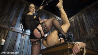Lea Lexis Taser Fresh Meat: Lea Lexis takes new sub for a test drive!